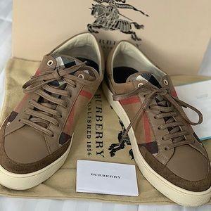Burberry Men Shoes.
